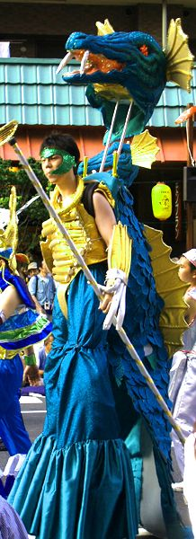 Close to 4000 people participate in the Samba parade every year. The majority of the participants are Japanese but there are also a number of foreigners who participate most notably Brazilians and Japanese Brazilians.