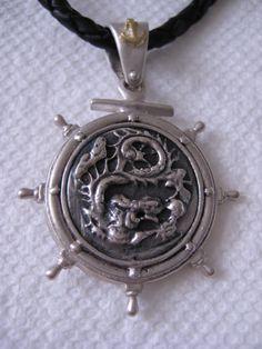Mira este artículo en mi tienda de Etsy: https://www.etsy.com/listing/156655958/dragon-coin-18k-solid-gold-silver