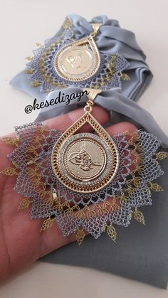 Needle lace was recorded for the sample, it does not belong to me - Stickerei Ideen Crochet Doily Patterns, Crochet Doilies, Knit Crochet, Knitted Poncho, Knitted Shawls, Knit Shoes, Moda Emo, Scarf Jewelry, Needle Lace