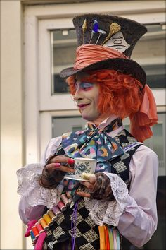 """World Statues: """"The Mad Hatter"""" 