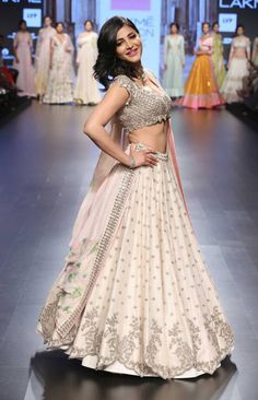 Shruti Hasan in ivory lehenga with scalloped handmade zardozi and floral pastel lily print dupatta by Anushree Reddy at Lakme Fashion Week Summer Resort 2016