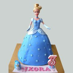 Bolo Barbie +de 40 Ideias de Bolos Lindos e Glamurosos #BoloBarbie #BolodaBarbie #Bolo #Barbie #FestadaBarbie #FestaBarbie Bolo Barbie, Barbie Cake, Barbie Dress, Pink Dress, Chocolate Gifts, Ferns, Fairy, Disney Princess, Birthday