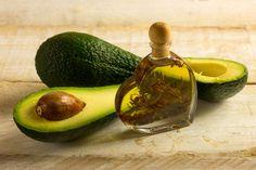 O Óleo de abacate é um hidratante eficaz para cabelos secos, quebradiços, danificados. É um óleo perfeito para manter o cabelo saudável, composto como as...