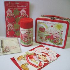 ON HOLD Vintage Strawberry Shortcake Lunch Box plus by cammoo 1980s Childhood, My Childhood Memories, Kindergarten Lunch, Honeycomb Decorations, Vintage Strawberry Shortcake, 80s Kids, Fruit Art, Craft Box, Vintage Toys