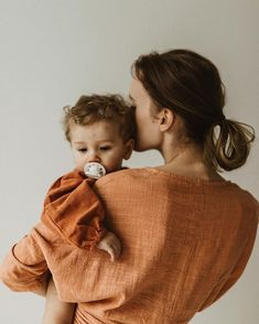 mom and daughter mom holding toddler wearing matching burn orange linen outfits / gabbyyelise Baby Pictures, Baby Photos, Family Photos, Mother And Child Pictures, Family Posing, Family Portraits, Mother And Baby, Mom And Baby, Baby Girls