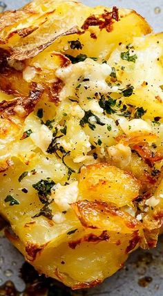 Try to cook this dish with cheese and garlic filling, and guests will be delighted. Crispy Garlic Butter Parmesan Smashed Potatoes turns out very tasty, savory Side Dish Recipes, Vegetable Recipes, Vegetarian Recipes, Dinner Recipes, Cooking Recipes, Vegetarian Breakfast, Cooking Corn, Pasta Recipes, Potato Side Dishes