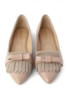 Nude Bow Pointed Flat Shoes