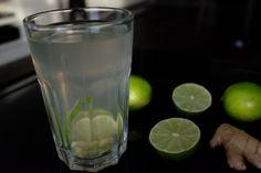 NAPAR IMBIROWY Z MIODEM I LIMONKĄ  Składniki:      2 plastry świeżego imbiru     łyżeczka miodu     2-3 plastry limonki  Po więcej udaj się na: http://kreatorniazmian.pl/przepis-napar-imbirowy-z-miodem-i-limonka/