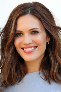 Mandy Moore's Medium Wavy Hairstyle | Casual, Everyday, Summer | Careforhair.co.uk