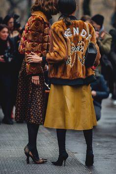 Street Style at the Milano Fashion Week Tutti gli outfit e look di street avvistati alla New York Fashion Week Autunno Inverno 2018 2019 Street Style Trends, Street Style Outfits, Look Street Style, Street Style 2018, Autumn Street Style, New York Fashion Week 2018 Street Style, Nyfw Street Style, New York Style, Street Outfit