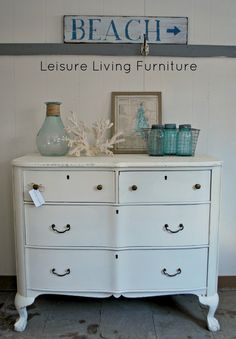 leisure living: Antique Claw Foot Dresser