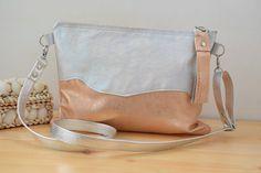 Mira este artículo en mi tienda de Etsy: https://www.etsy.com/listing/269279754/leather-handbagevening-bagcoral-bagnacar