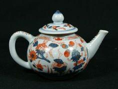 Chinese Imari teapot, mid 18th century