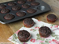 Gluten Free Dairy Free Chocolate Zucchini Cupcakes Note: Uses Chocolate Liquid Stevia (keep for later) Healthy Treats, Healthy Desserts, Yummy Treats, Sweet Treats, Diabetic Desserts, Dairy Free Chocolate, Low Carb Chocolate, Dairy Free Recipes, Real Food Recipes