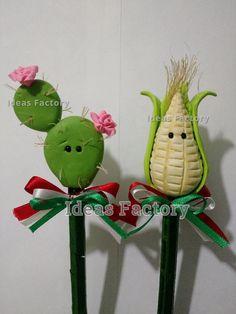 fiestas patrias (plumas en pasta flexible) Clay Projects, Clay Crafts, Polymer Clay Pens, Fiesta Party Decorations, Mexican Crafts, Pencil Toppers, Pasta Flexible, Mothers Day Crafts, Craft Sale