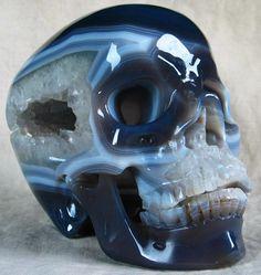 Agate Skull- my sister would love this Skull Island, Skulls And Roses, Cool Rocks, Crystal Skull, Rocks And Gems, Skull Art, Rocks And Minerals, Healing Stones, Earth Tones