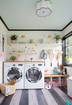 Making the laundry fun // Dreamy Laundry Room Makeover