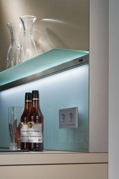 pastellblauer einfarbiger Spritzschutz aus Glas