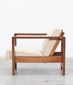 Erich Dieckmann; Oak Lounge Chair by the University of Applied Crafts, 1928.