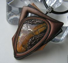"""Pingentes artesanais.  Mestres Fair - feito à mão.  Compre um pingente com simbirtsitom couro - """"Golden Autumn"""" -2.  Handmade."""