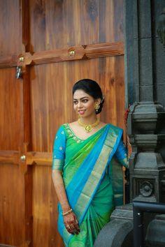 Kerala Saree Blouse Designs, Wedding Saree Blouse Designs, Half Saree Designs, Saree Blouse Neck Designs, Designer Blouse Patterns, Saree Look, Elegant Saree, Fancy Sarees, Blouse