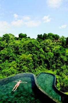 The infinity swimming pool at Ubud Hanging Gardens is perched over a rain forest in Bali. The pool stands on 2 levels surrounded by sun beds. In addition to the main pool, all rooms and suites have a pool for guests looking for a more private atmosphere. Ubud Hanging Gardens, Places Around The World, The Places Youll Go, Places To See, Around The Worlds, Ubud Resort, Ubud Hotels, Infinity Pools, Cool Pools