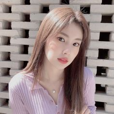 She's so beautiful❣️ Kpop Boy, Kpop Girls, Cool Girl, Boy Or Girl, Eyes On Me, Yoon Sun Young, Cultural Appropriation, Yu Jin, Japanese Girl Group