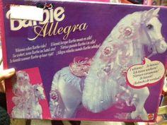 Vendo cavallo di Barbie nuovo in scatola mai aperta.  Il Cavallo è ALLEGRA dell'anno 1992: al suo interno oltre al cavallo ci sono molti accessori come gancettini per la criniera, oltre ovviamente la sella.  E' a pile:ha un meccanisco sulla sella che non'appena la Barbie si siede, il cavallo nitrisce!  Lo scatolo è in ottime condizioni:ripeto MAI APERTO.  Per qualsiasi info non esitate a contattarmi anche per eventuali feedback: vi posso fornire la mia pagina facebook dove c'è la sezione…