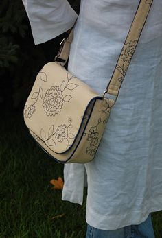 ikat bag: Make A Bag Chapter 3B: Closed Ended Straps. Another photo for thinking about replacing purse strap
