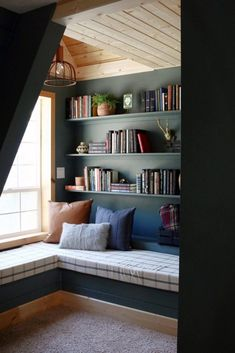 29 Cozy and Comfy Reading Nook Space Ideas A Frame Cabin, Cozy Nook, Reading Room, Cozy Bedroom, My New Room, Home Design, Design Art, Small Spaces, Living Spaces