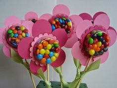 Spring Blossom Musings: Sweet Treat Cups Wrap candy in saran wrap and put pic of child under candy for Mother's Day. Kids Crafts, Easter Crafts, Diy And Crafts, Troll Party, Candy Crafts, Valentines Day Treats, Kids Valentines, Holiday Treats, Candy Bouquet