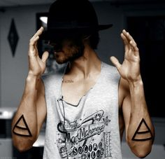 21 Top Hot Triangle Tattoos (19)
