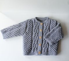 Gilet bébé 6 mois tricoté main en acrylique gris Pull Bebe, Old Hands, 6 Month Olds, Acrylic Wool, Handmade Baby, Baby Knitting, Boutique, Etsy, Jackets