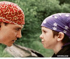Depp and Freddie Highmore in Finding Neverland. How can you not love Depp? He can be in ANY kind of movie and absolutely ROCK IT. Johnny Movie, Johnny Depp Movies, Finding Neverland Movie, Netflix Movies To Watch, Freddie Highmore, Movie Wallpapers, Movie Photo, Great Movies, Awesome Movies