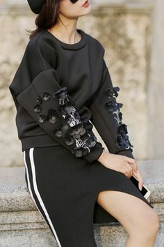 Applique Flower Round Collar Long Sleeves Sweatshirt - so cool Sport Fashion, Diy Fashion, Korean Fashion, Fashion Outfits, Womens Fashion, Fashion Design, Fashion Trends, Sport Chic, Do It Yourself Fashion
