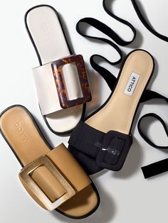 Summer's chicest flats have landed… Best Sandles With Buckles: The Fashion Desk Edit Mules Shoes, Shoes Sandals, Shoes Sneakers, Shoes Men, Nike Shoes, Pretty Shoes, Beautiful Shoes, Shoes 2018, Minimalist Shoes