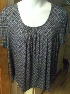 Ex-Marks & Spencer Ladies Tunic Top, Size 24, Smocking Detail on Front, NEW