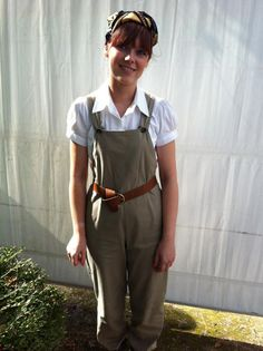 Land Girl Rocking a vintage look at Goodwood Revival 1940s Fancy Dress, 1940s Dresses, 1940s Fashion, Girl Fashion, Vintage Fashion, Vintage Girls, Vintage Tea, 1940s Woman, Tweed Run