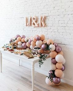 Has a buffet ever looked better? A spread delivered by Café Ba-Ba Reeba, adored with our table garland and greenery makes for a stunning… - Decoration For Home Baby Shower Centerpieces, Wedding Balloon Decorations, Wedding Balloons, Birthday Decorations, Engagement Balloons, Engagement Party Decorations, Table Garland, Balloon Garland, Balloon Backdrop