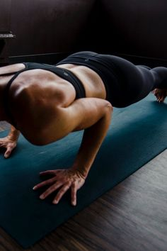 Burpee cos'è Burpee cos'è e come bruciare tante calorie . Side Angle Pose, Protein Blend, Muscle Recovery, Energy Use, Plant Based Protein, Burpees, Post Workout, Healthy Weight, Strength