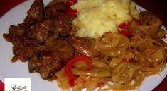 Hagymaágyon sült csirkemáj krumplipürével | Receptkirály.hu