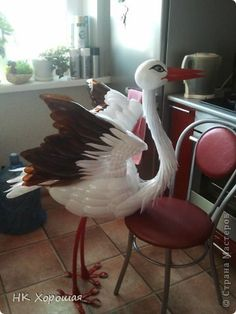 Аист з закрытими крыльями из молочных бутылок,ушло 35 белых и 7 коричневых(пивных) фото 2