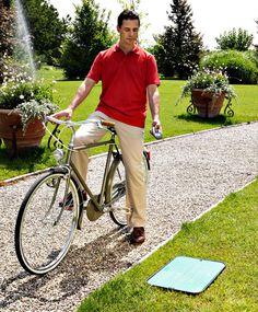 Aqua Radio Kit RF.  Con il sistema Aqua Radio, l'irrigazione radiocomandata entra nel giardino di casa. Questo kit comprende tutto quello che serve per gestire fino a 4 elettrovalvole per l'impianto di irrigazione interrata, comodamente grazie alla radiofrequenza: radiocomando con ampio display e modulo di comando con livello di protezione IP68, il massimo contro l'acqua, l'umidità e la polvere. http://www.claber.it/prodotti/scheda-prodotto.asp?cod=90836