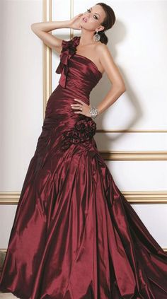 BEAUJOLAIS GOWN, Like to make this into a vampire costume with black cloak.  Some day!