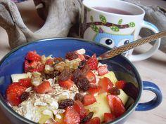 Bei Pepper&Salt gab es ein buntes, fruchtiges Frühstück bestehend aus Mango, Erdbeeren, Sojajoghurt, Haferflocken, Rosinen, Walnüssen und Zimt. Genau mein Fall!