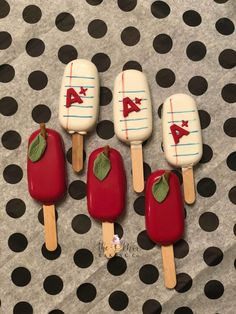 """Apples and Lined Paper for the Teachers! These Chocolate Cakesicles went out as an end of year """"Thank You"""" from one of our clients to her children's teachers! wouldn't you want one of her kids in your class? Paletas Chocolate, Chocolate Pops, Chocolate Gifts, Chocolate Covered Strawberries, Cakepops, Oreos, Magnum Chocolate, Magnum Paleta, Cake Pop Decorating"""
