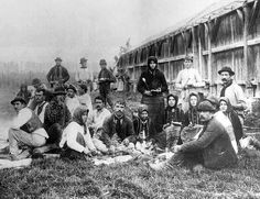 Mezei munkások szalonnát sütnek 1901