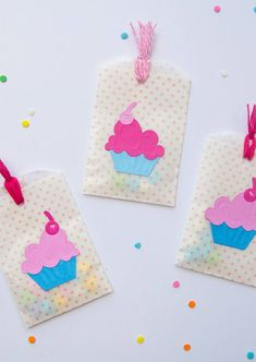Throwing your little cupcake a birthday party? Why not create this adorable cupcake birthday party favors to thank your guests for coming! Birthday Cupcakes, Birthday Party Favors, Birthday Parties, Birthday Kids, Party Favours, Happy Birthday, Cupcake Party, Diy Party, Party Gifts