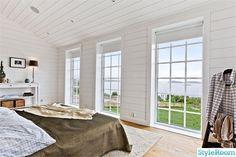 Bildresultat för new england hus hudson New England Hus, New England Style, Cottage, Windows, Interior Design, House, Home Decor, Google, Image