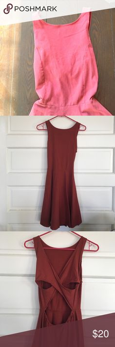 Hollister dress This stretchy material is very comfortable to wear! Super cute with a jean jacket or sweater! Like new condition! Make me an offer! All pricing inquires must be made through the offer button! Hollister Dresses Mini